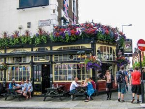 A Brittish Pub in London - London: 60 Things to See & Do - The Trusted Traveller