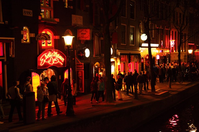 Red Light District - Things to Do in Amsterdam - The Trusted Traveller