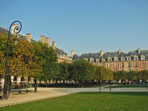 Pretty Place des Vosges - 30 Things to Do in Paris - The Trusted Traveller