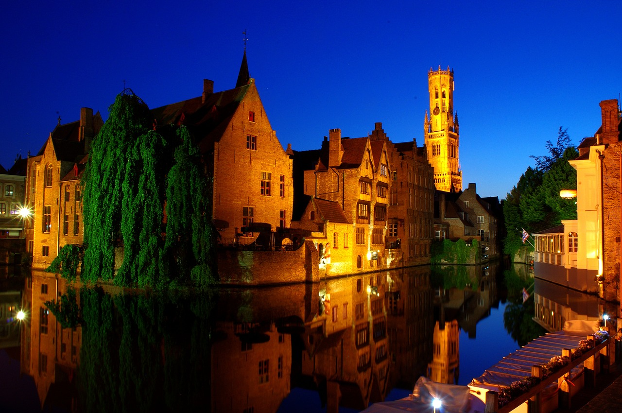 The canals of Bruges in the evening - Belgium Travel Guide - The Trusted Traveller