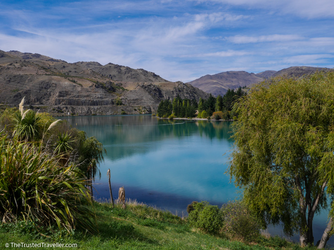 Lake Dunstan - The 10 Most Stunning Lakes on New Zealand's South Island - The Trusted Traveller