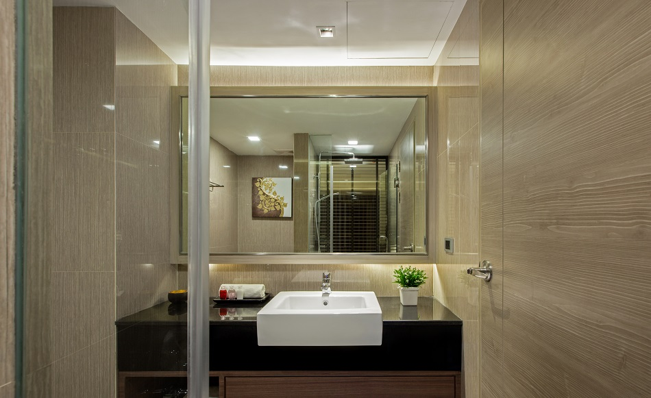 grand-swiss-bathroom