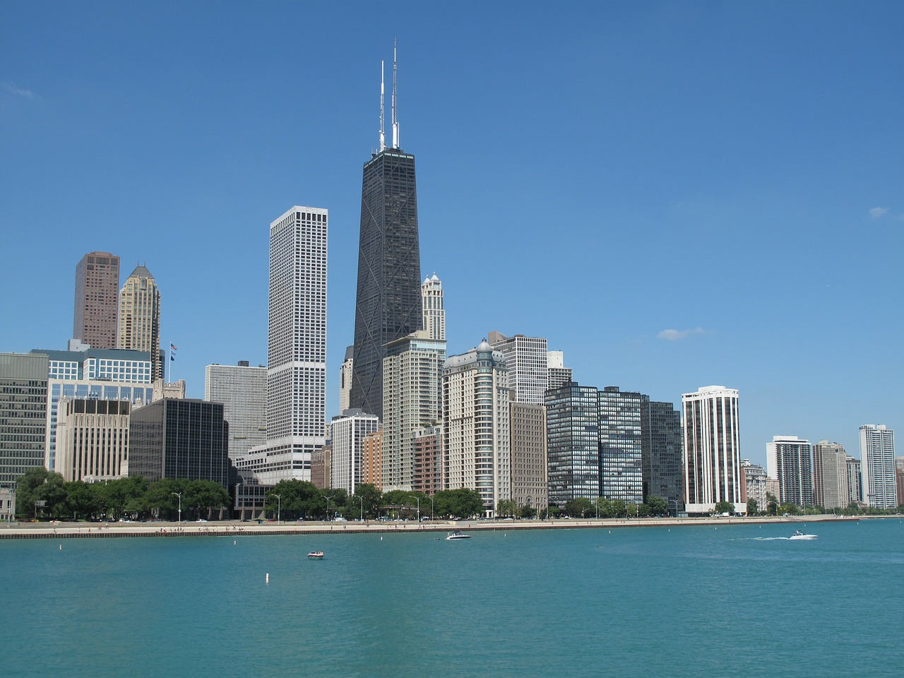 The Chicago city skyline - The 7 USA Cities on Top of My Bucket List - The Trusted Traveller